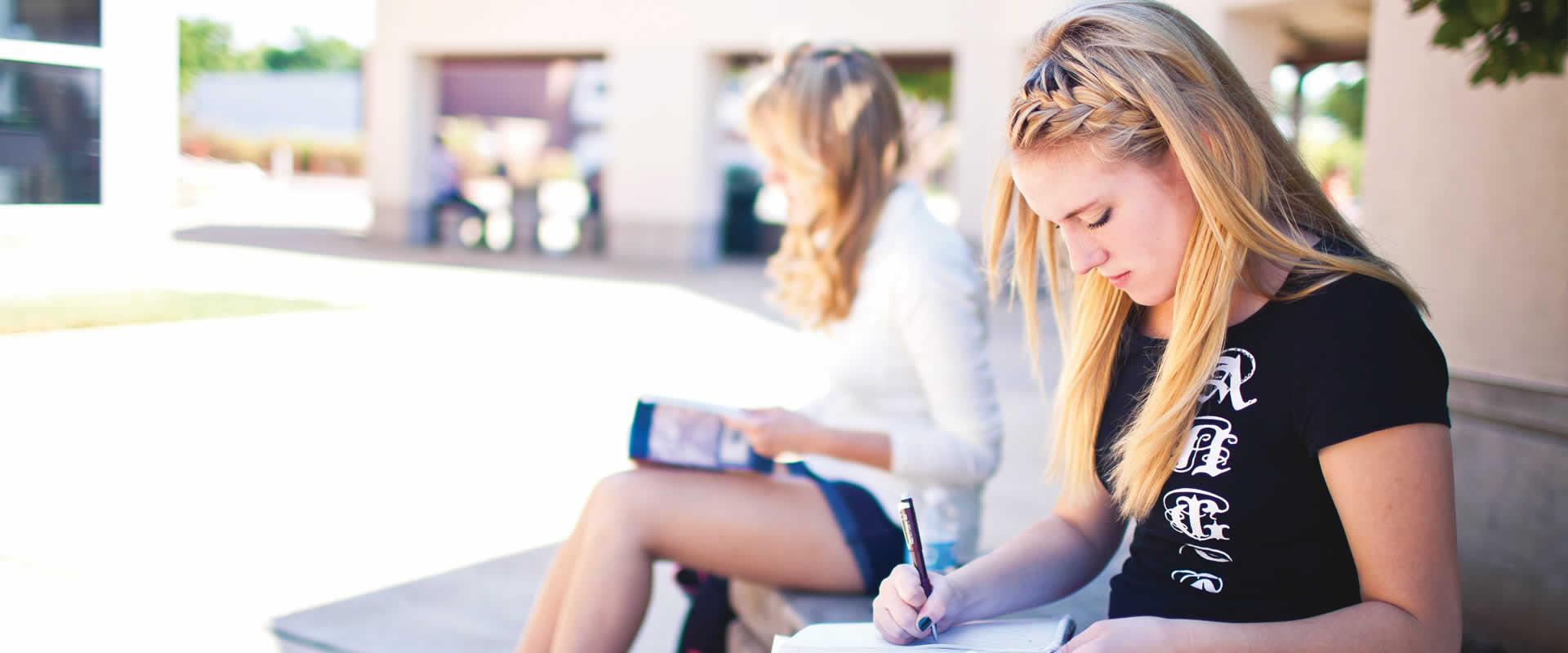 Girls_studying