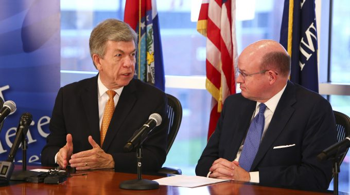 Sen. Roy Blunt Promotes Year-round Pell Grants During OTC Visit